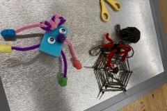 Spinnennetz gebastelt aus Wolle